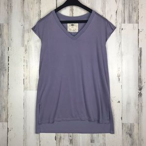 Cupio v neck lavender top size Medium